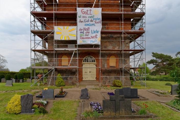 Die Hoffnungszeichen an der Wegeziner Kirche