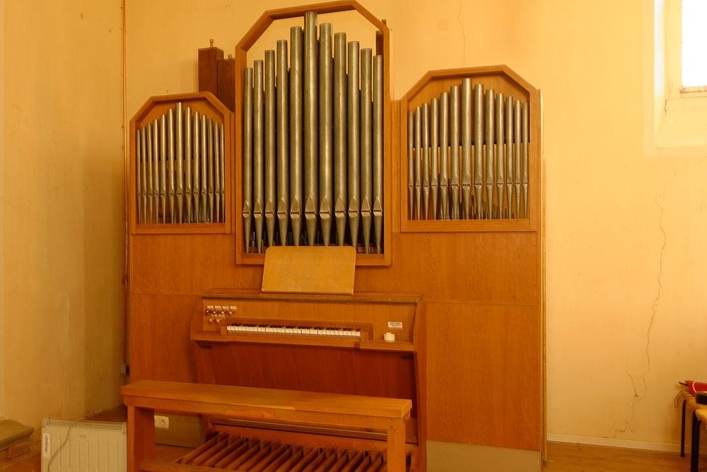 Die Orgel in der Kirche in Wegezin