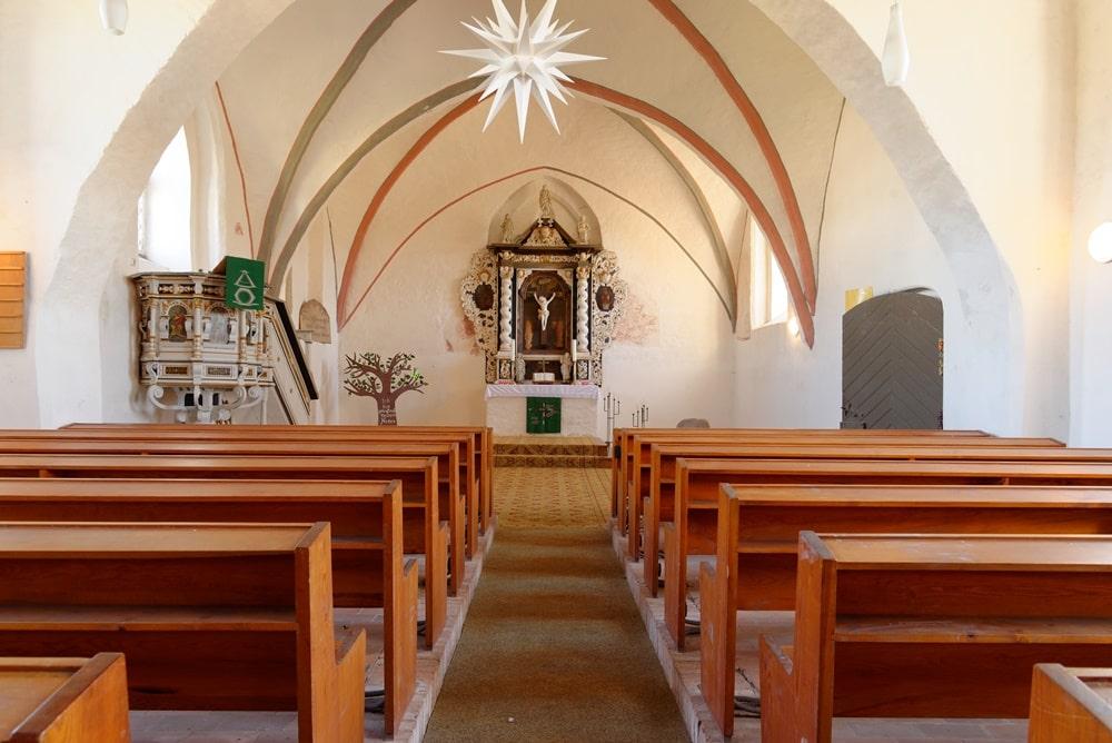 Blick in den Chor der Kirche in Krien