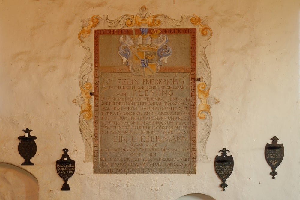 Inschrift für Felix Friedrich von Flemming -Lehnsherr in der Kirche in Iven