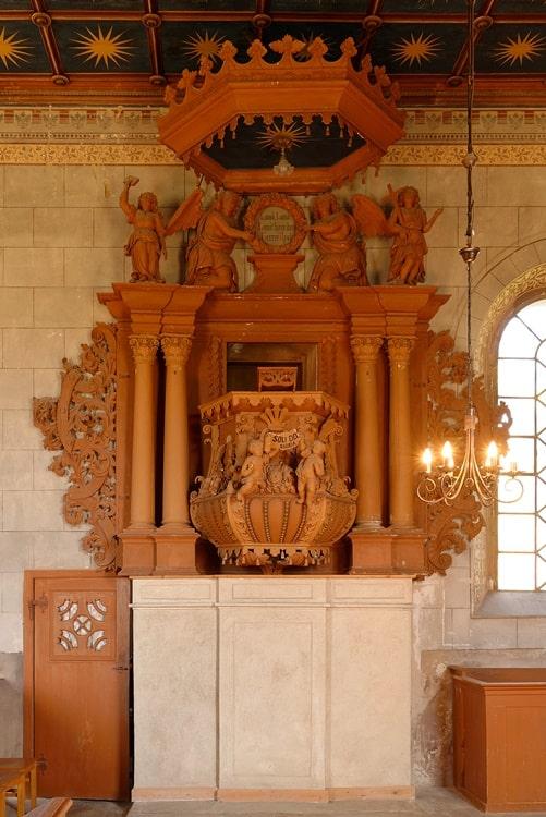 Kanzel mit Aufgang in der Kirche in Neuendorf B