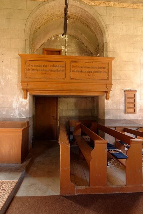 Blick zur Chor-Empore in der Kirche in Neuendorf B