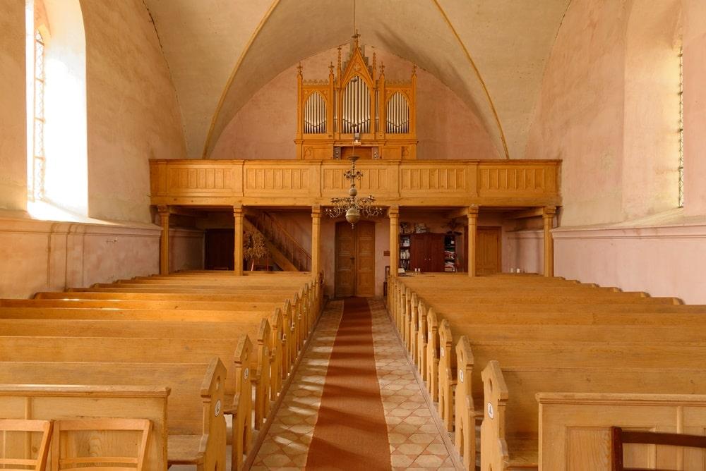 Blick zur Orgel auf der Empore in der Kirche in Gramzow