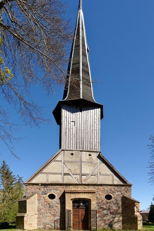 Kirche und Kirchturm in Steinmocker