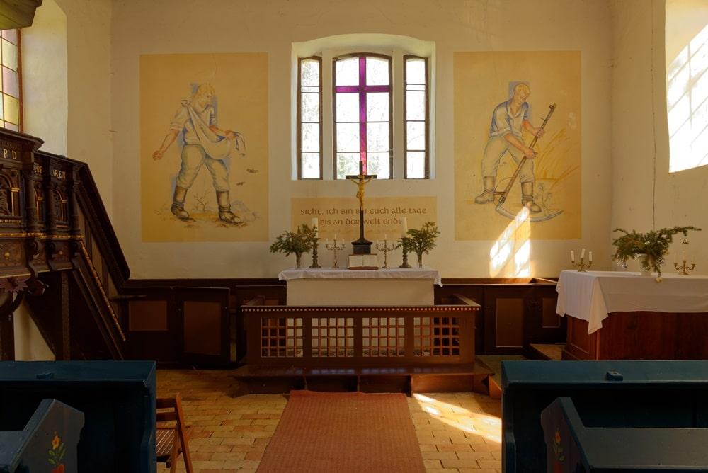Altarraum, Patronatsgestühl in der Kirche in Steinmocker