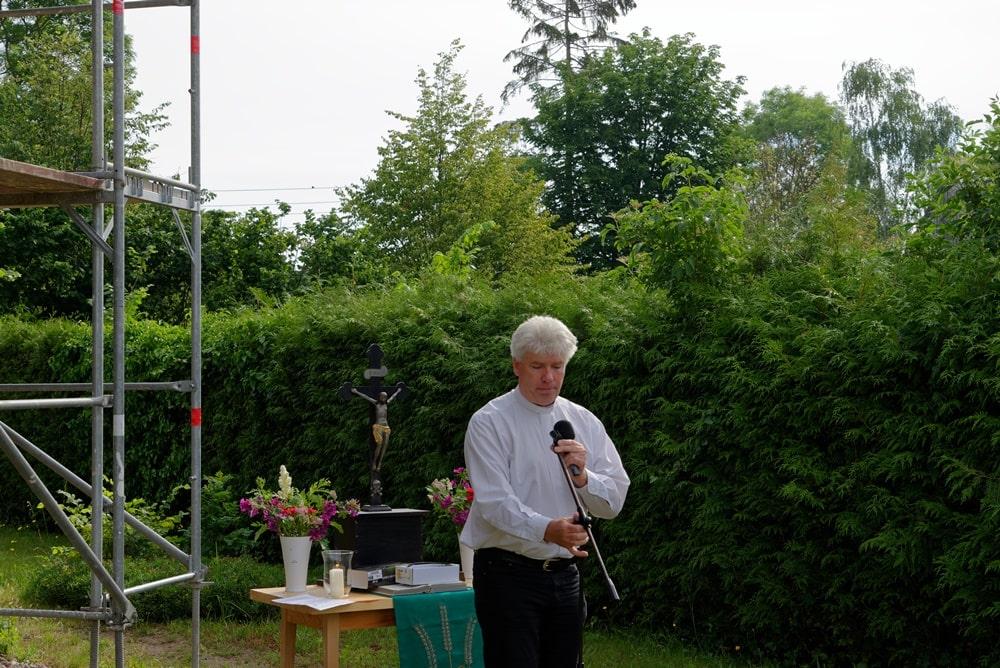 Gottesdienst unter freiem Himmel mit Pastor Jens Warnke