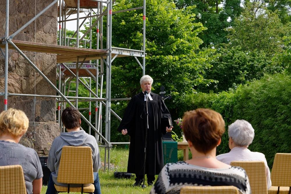 Pastor Jens Warnke in seiner Predigt zum Ohrwurm im Gottesdienst am 28.06.2020 in Wegezin