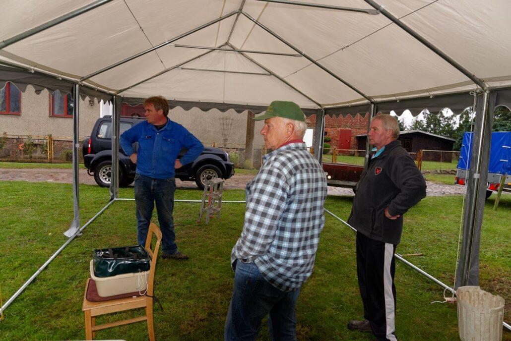Zelte stehen regen- und sturmgerecht