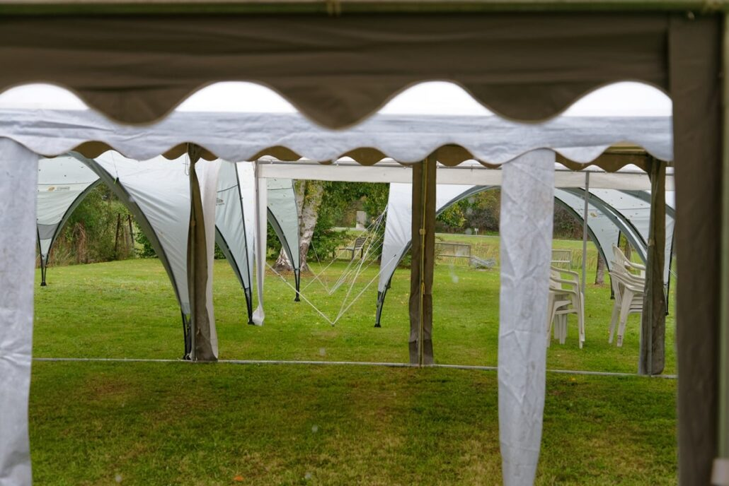 Zeltdächer beim Festgottesdienst in Wegezin am 27.09.2020