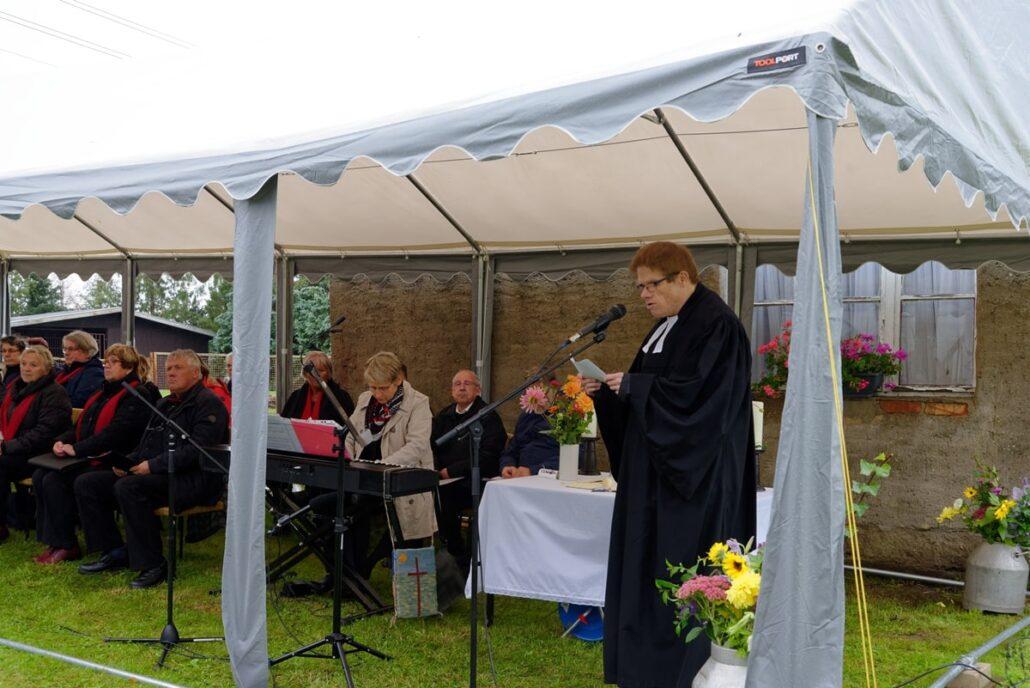 Pastor Andreas Behrens bei seiner Predigt