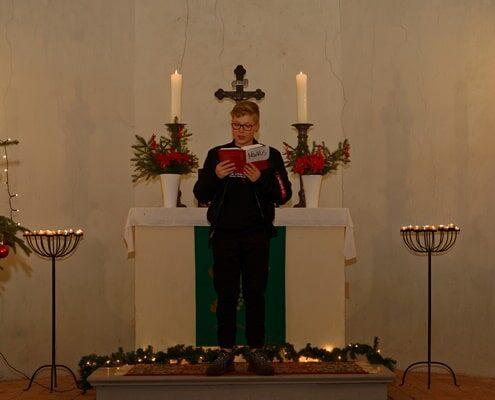 Heiligabend 2020 in der Kirche in Wegezin - Markus Kolberg liest die Weihnachtsgeschichte