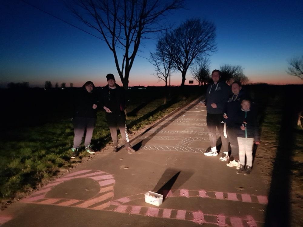 Um 5.00 Uhr in Stammersfelde waren dabei: Domenik T., Lina, Lea, Robin und Domenik W.