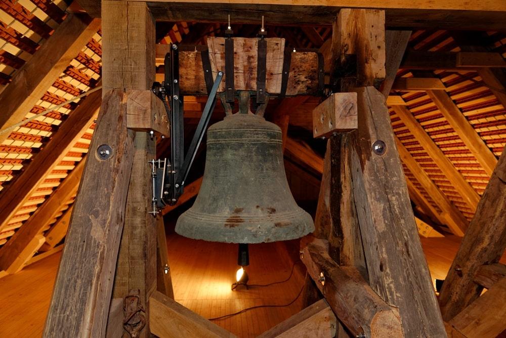 Glocke der Kirche in Wegezin mit aktuellster Läutetechnik