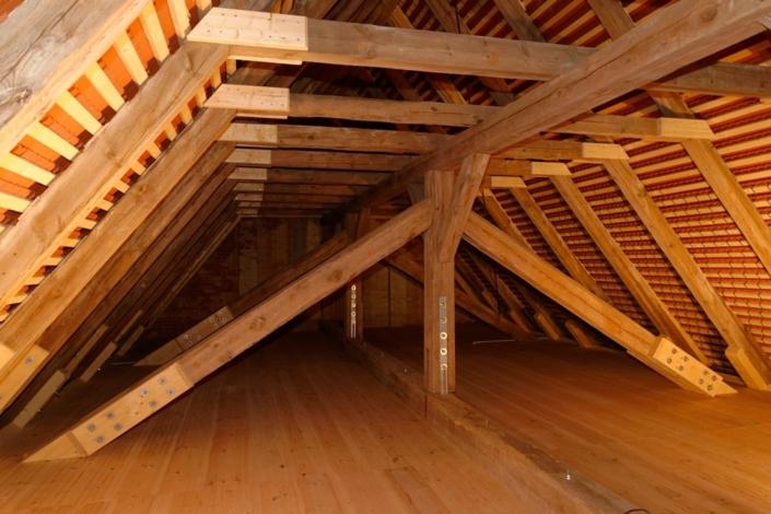 Der sanierte Dachstuhl der Kirche in Wegezin
