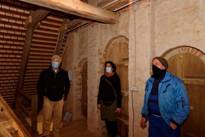 Abnahme der Glockenarbeiten von Udo Griwahn durch Pastor Jens Warnke und Kathrin Schulz