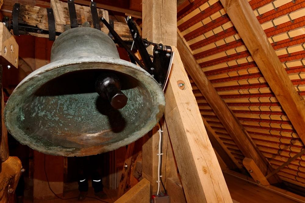 Die Glocke der Kirche in Wegezin in Funktion