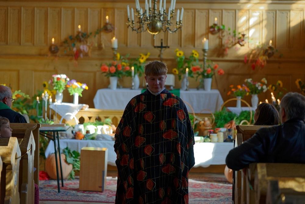 Erntedankgottesdienst in der Kirche in Krusenfelde-Gramzow mit Anton als Gutsherr